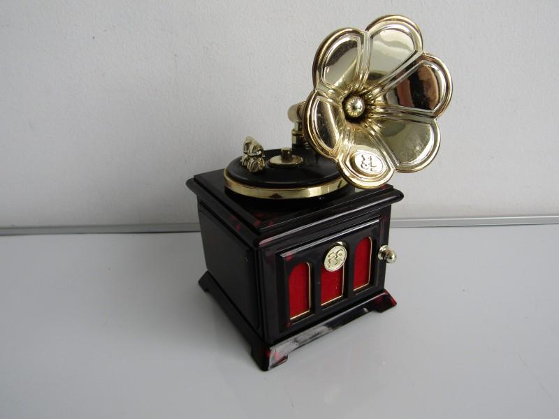 Muziekdoos / Juwelenkistje in Antieke Gramofoon-vorm: If