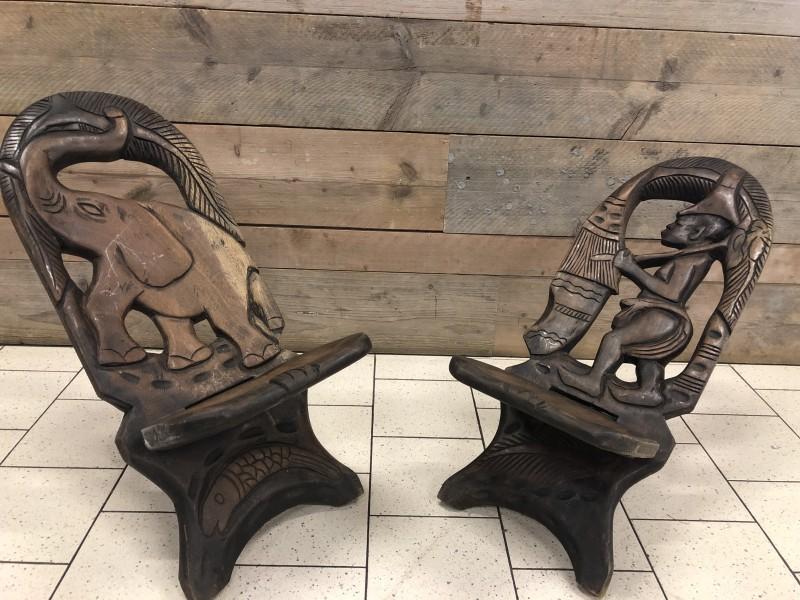 2 Etnische stoeltjes