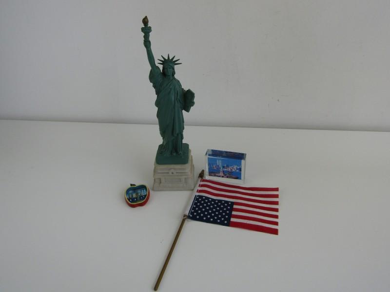4-Delig setje: Thema New York /  Vrijheidsbeeld, Vlag, Magneet en Glasfoto