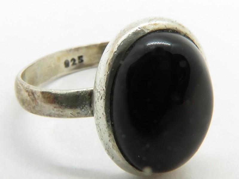 Zilveren ring 925 met zwarte steen