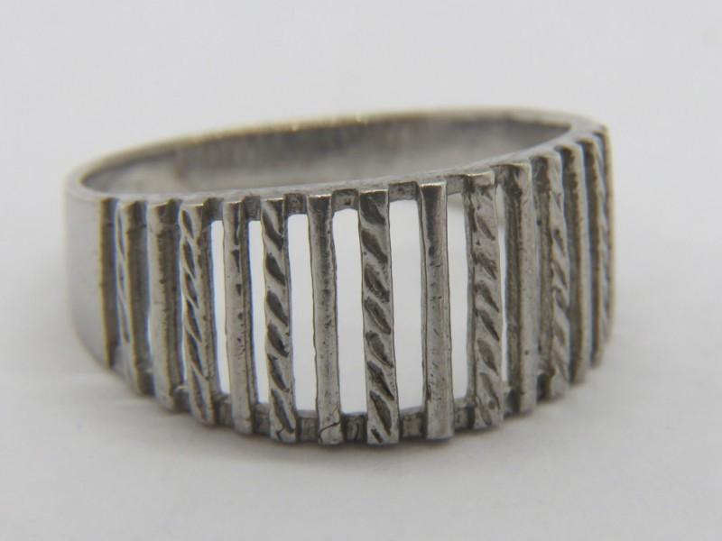 Opengewerkte zilveren ring 925