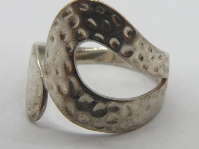 Gehamerde zilveren ring 925