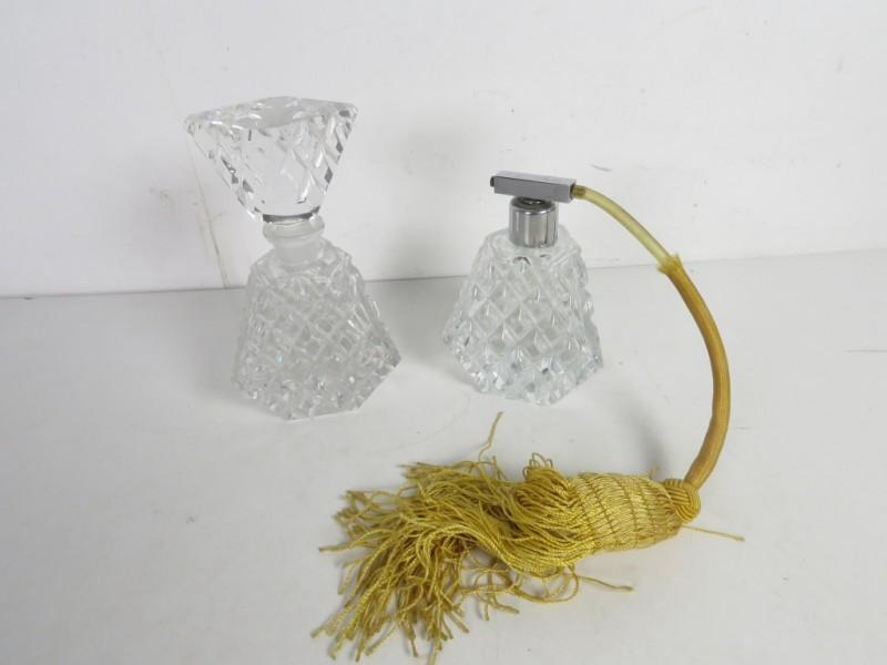 Kristallen parfumfles en verstuiver