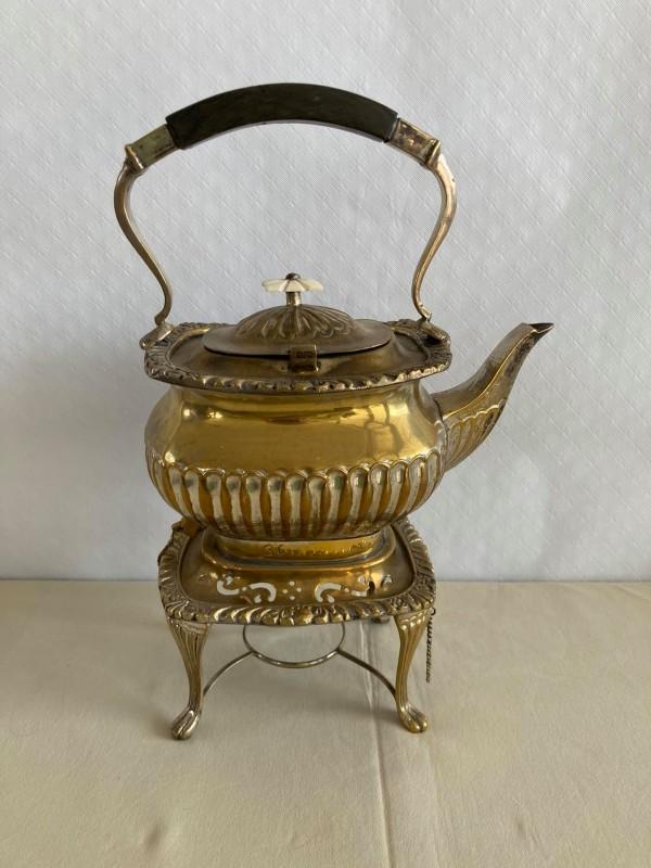 Antieke theekan op voet: Royal Prince - Old Victorian Collection