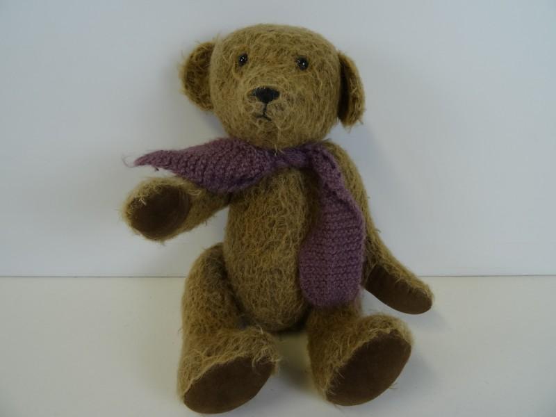 Vintage Teddybeer met sjaal