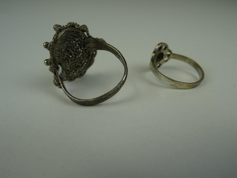 2 ringen - niet gemerkt