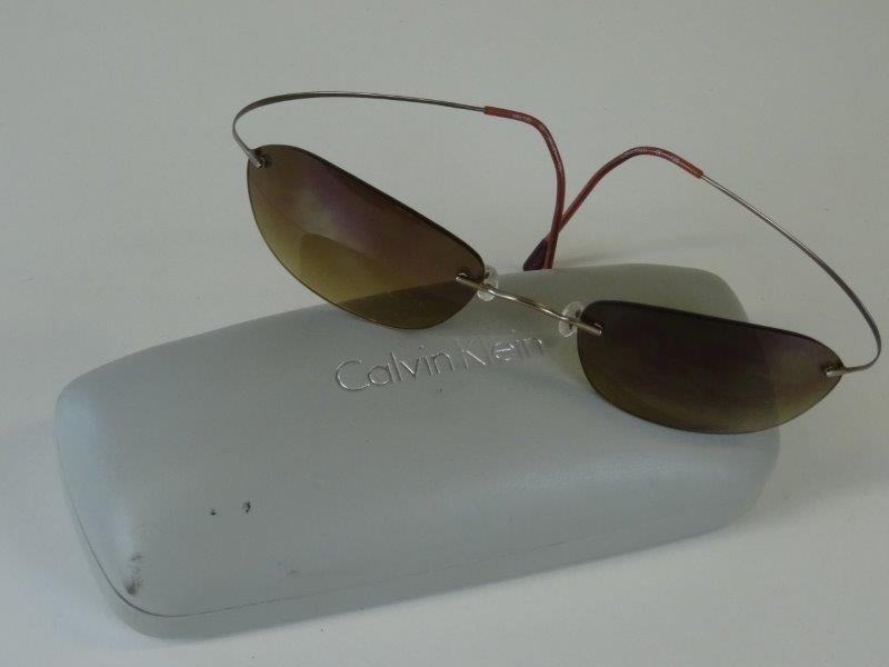 Calvin Klein: minimalistische zonnebril in etui