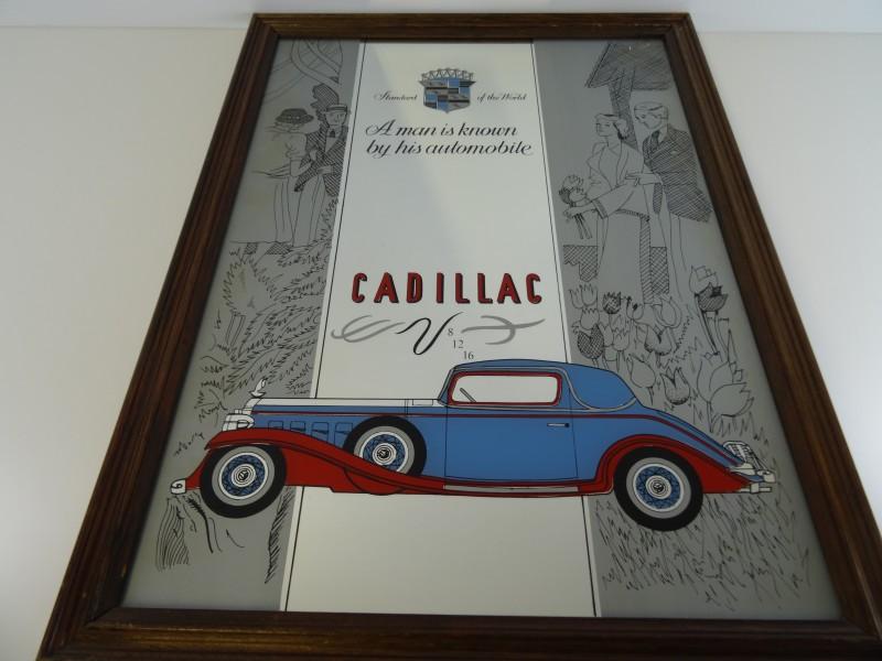 Decoratieve kader met spiegel Cadillac - Een man staat bekend om zijn auto