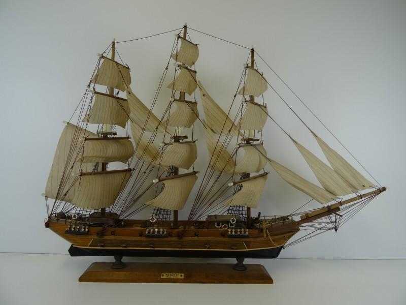 zeilboot in schaalmodel