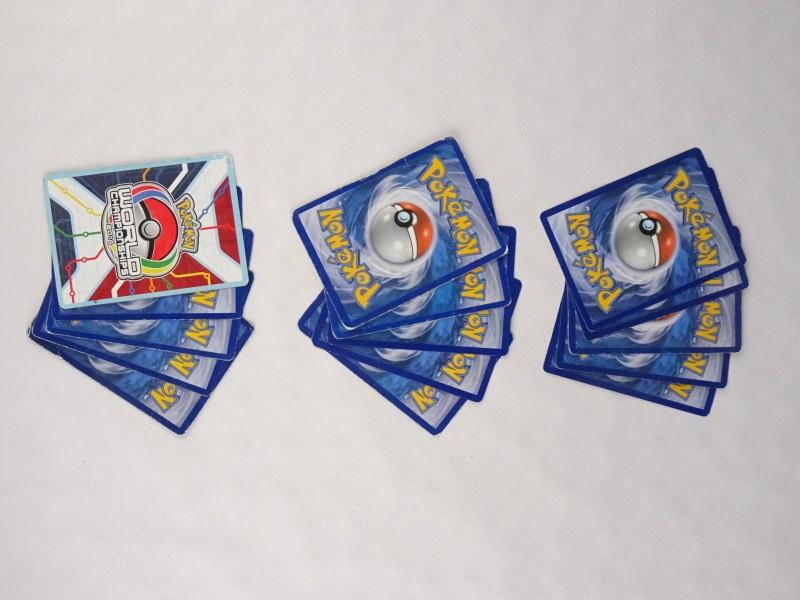 15 Pokémon kaarten.