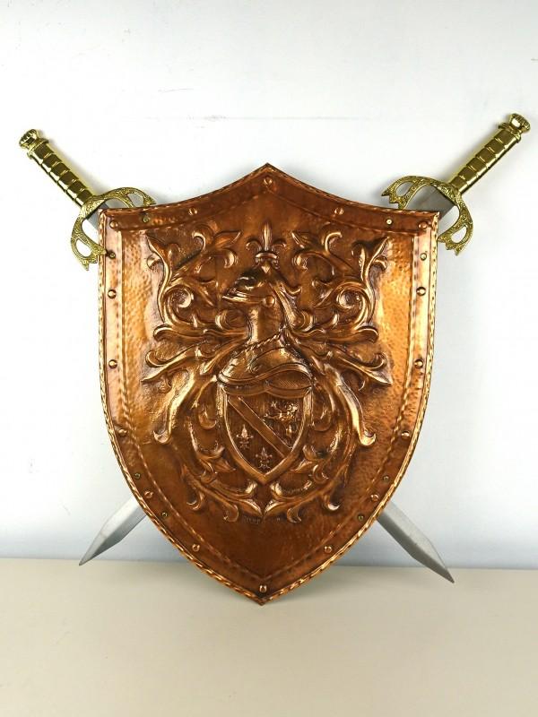 Koperen schild en 2 zwaarden