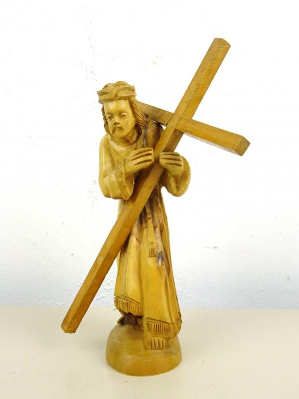 Houten beeld jezus met kruis