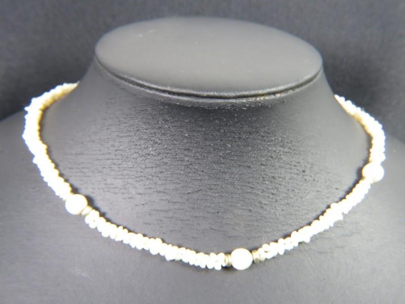 Halsketting met parels en zilveren slot 925