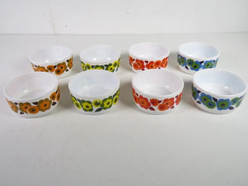 Set van 8 arcopalkommetjes