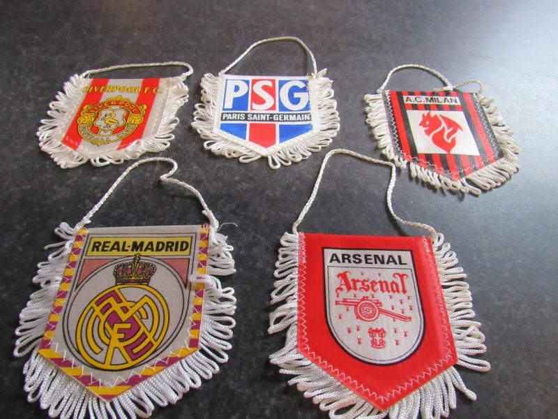 Lot van vijf voetbalvaandels