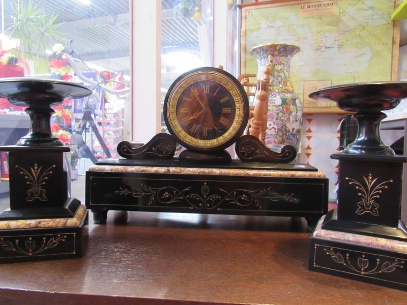 Zwart marmer Art Deco klok met 2 kandelaars