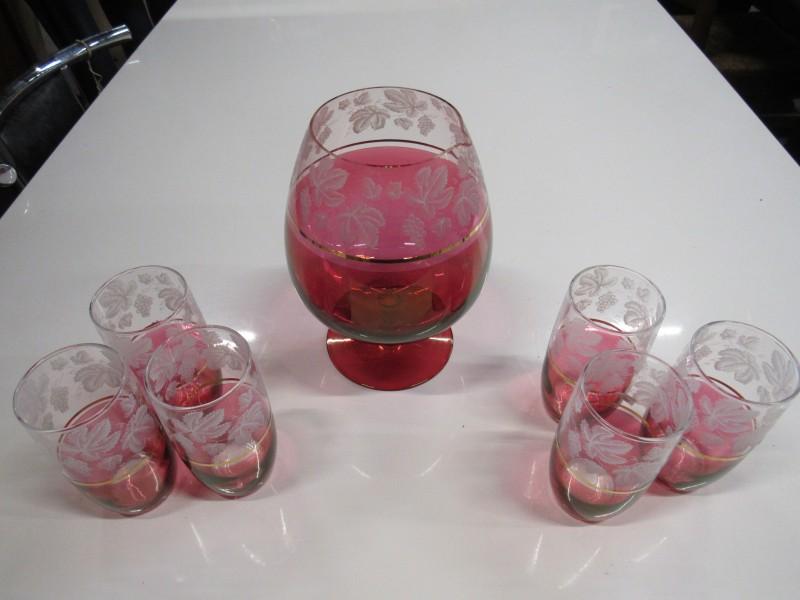 "6 drinkglazen en schenkkan "" BOSSU """