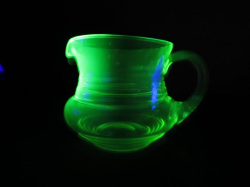 Schenkkan in uraniumglas