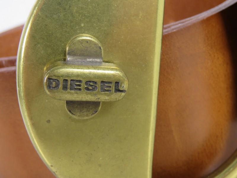 Lederen riem gemerkt Diesel