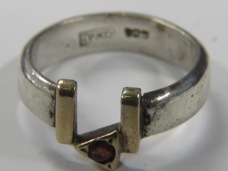 Zilveren ring 925 met rode steen