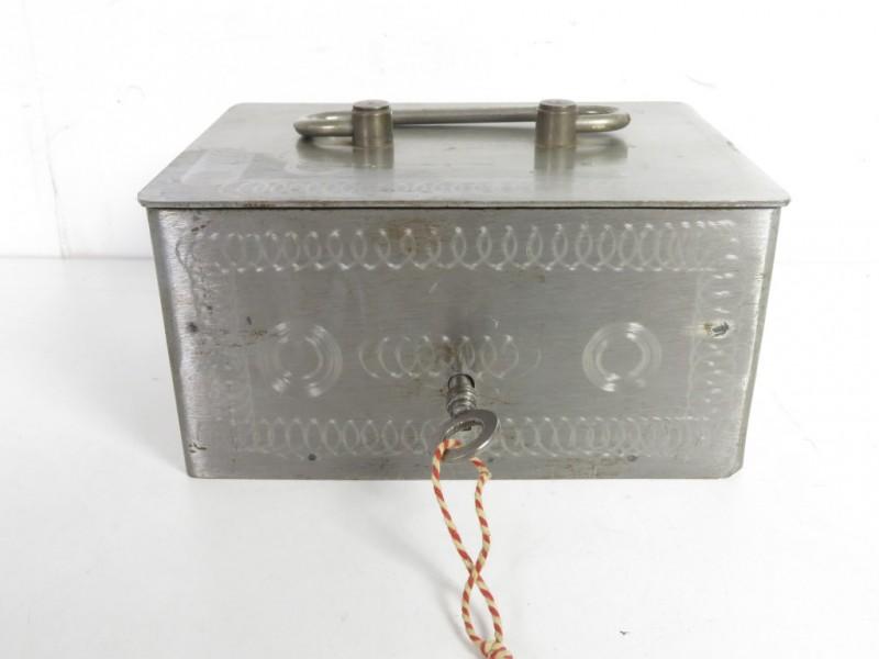 Metalen geldkoffertje