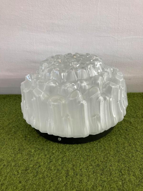 Plafondlamp met een mooie glazen kap
