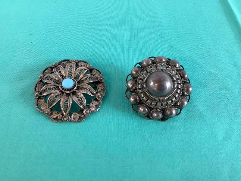 2 oude zilveren filigrain broches