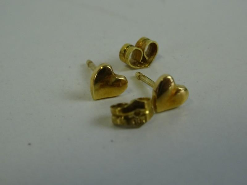 Gouden oorbellen hartjes 18 kt