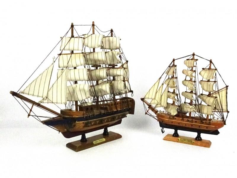 2 Zeilschepen op schaal
