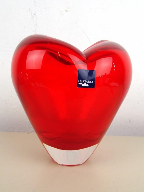 Hartvormig glazen vaas (LEONARDO)