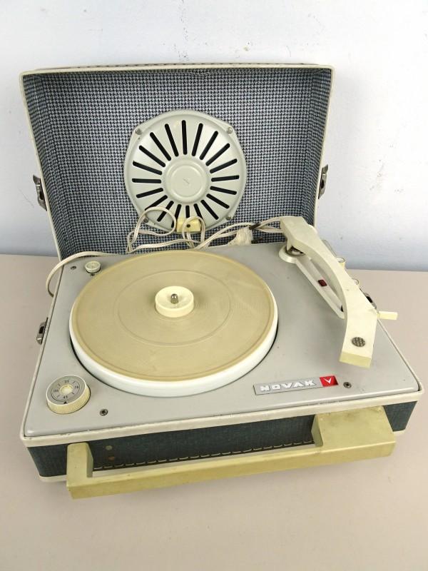 Vintage platenspeler (NOVAK)