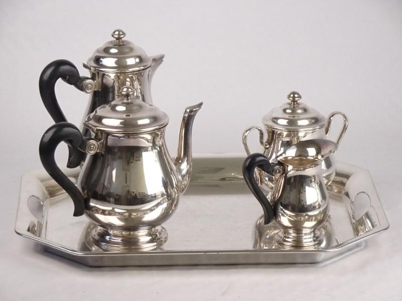 St Medard zilveren set bestaande uit koffiepot, theepot, melkkan, suikerpot + plateau.