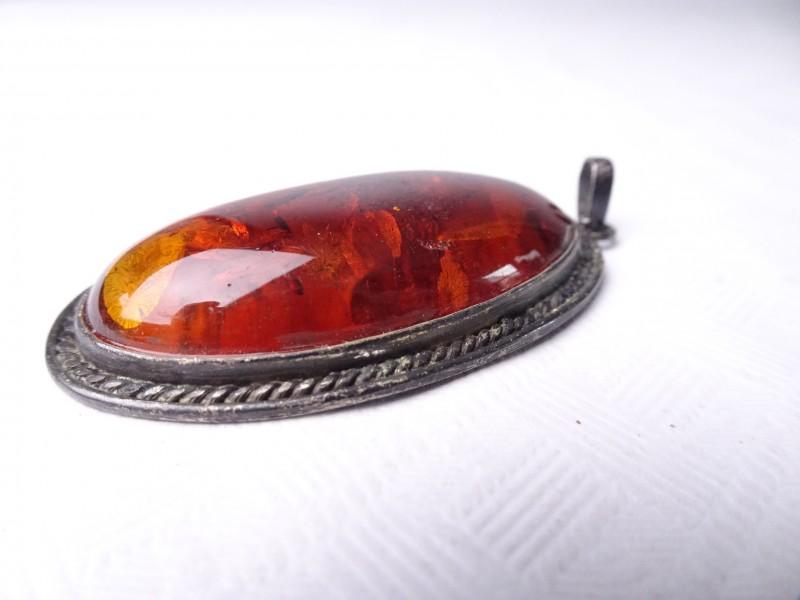 Zilveren hanger met grote Amber steen.