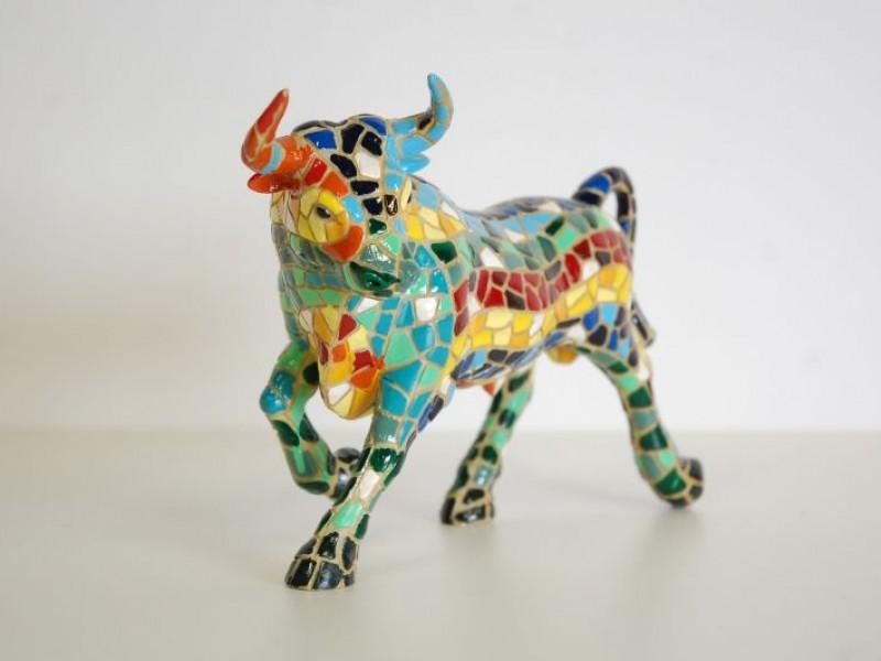 Stier met kleurrijke mozaïek