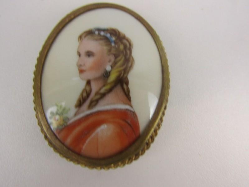 Broche, Goudkleurig, Vrouwenfiguur, Porselein Limoges