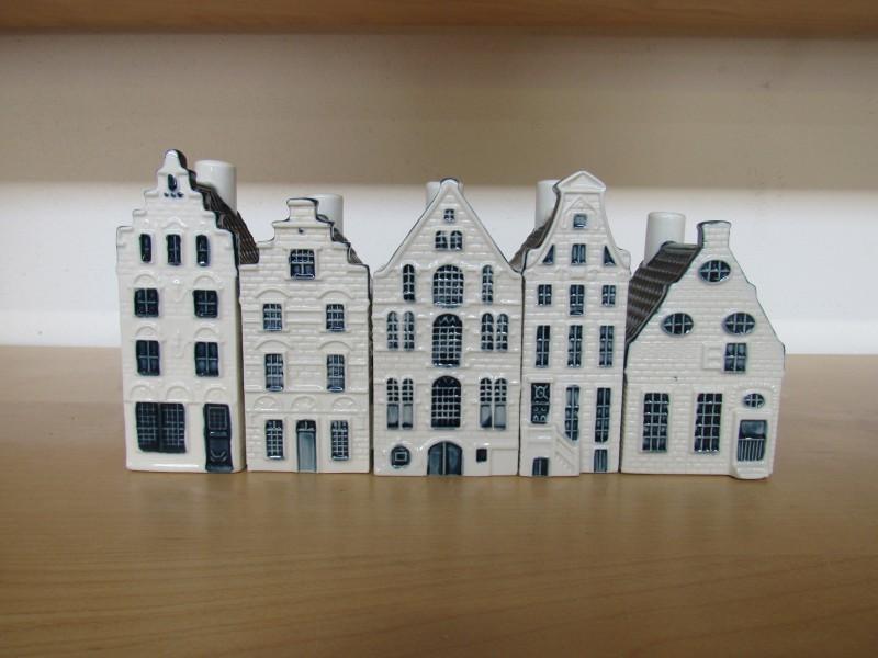 Lot 5: zeven huisjes KLM - Bols jenever