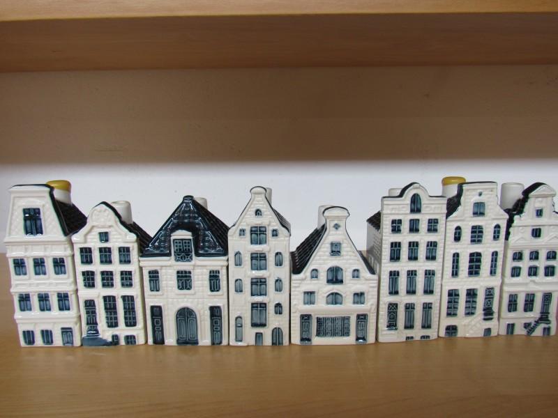 Lot 7: acht huisjes KLM - Bols jenever