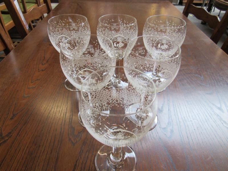 6 Leffe glazen ontworpen door Charles Kaisin