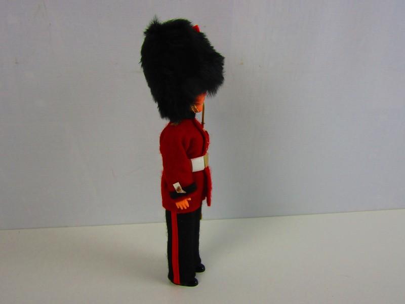 Vintage Queen's Guards Popje in Mica verpakking