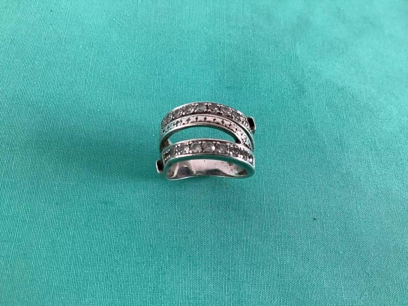 Zilveren ring met steentjes