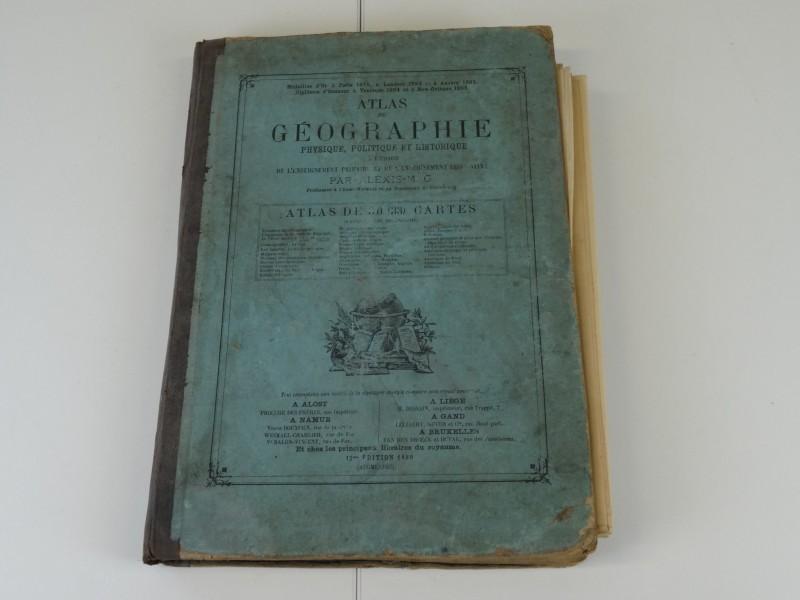 Atlas de la géographie 1886 + een aantal losse oude kaarten