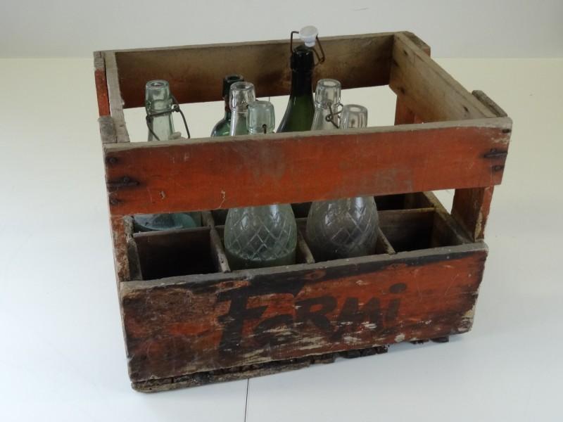 krat  van Bocholt 1964 + 7 oude lege flessen vooral van Perron