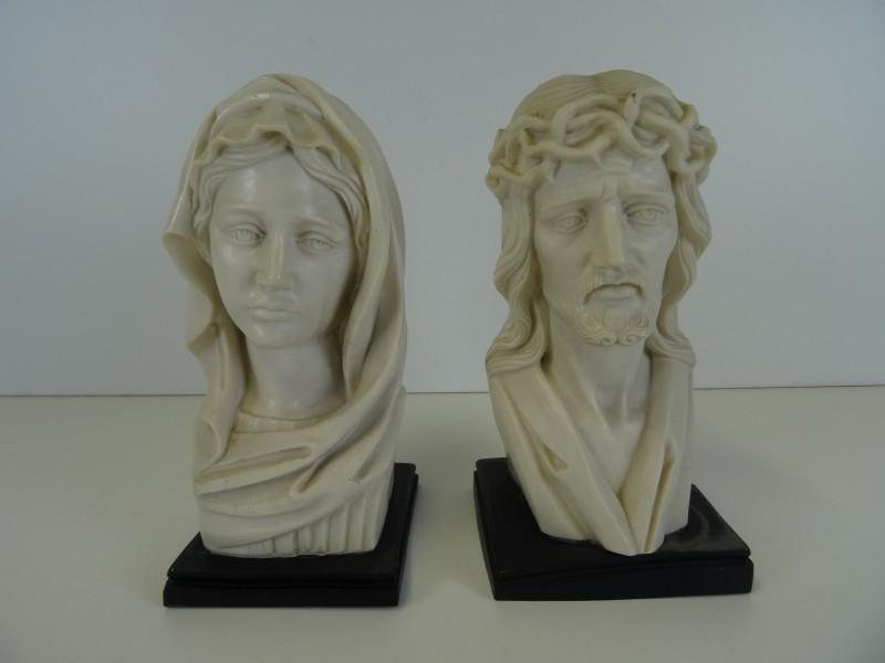 2 borstbeelden marble dust?