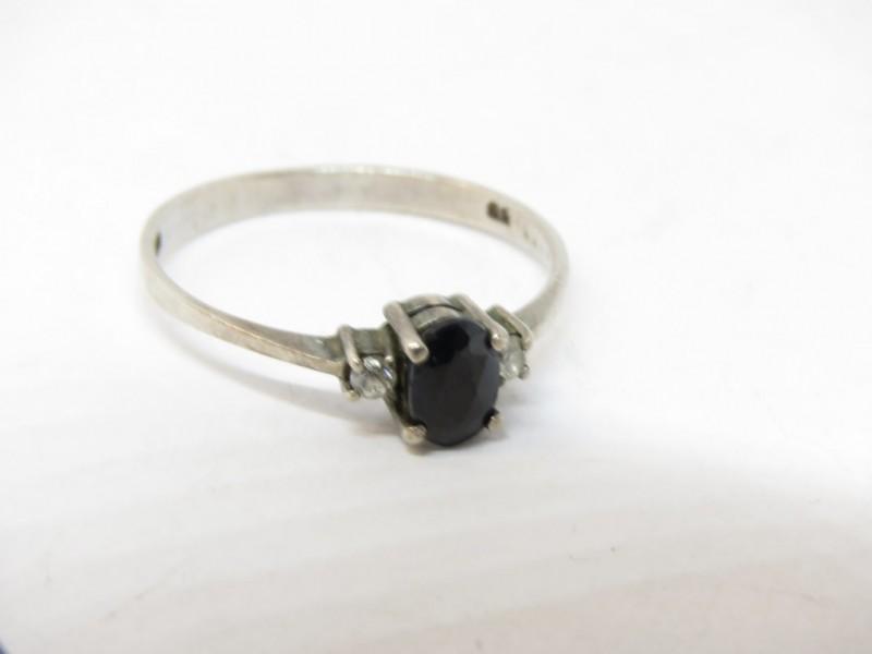Zilveren ring 925 met zwarte natuursteen
