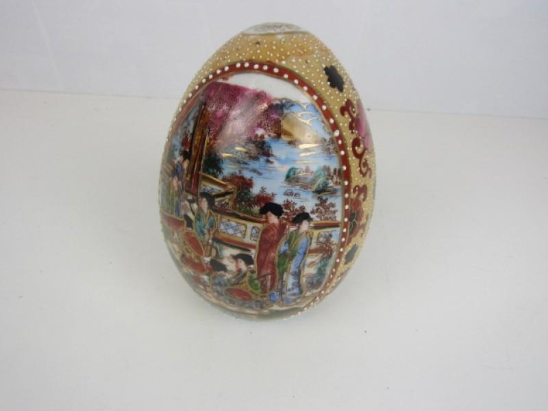 Oosterse Decoratie in Porseleinen Eivorm, Handbeschilderd