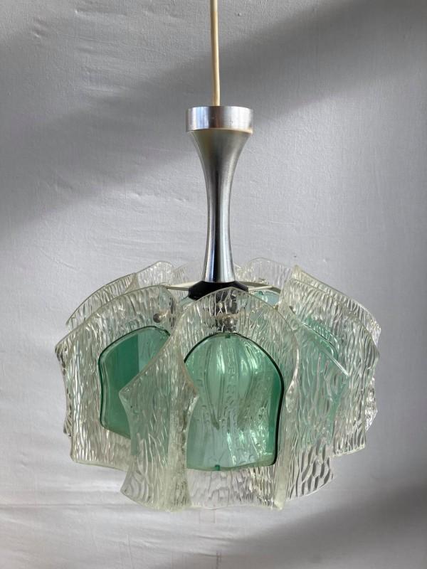 Retro lamp met een kap met groene accenten