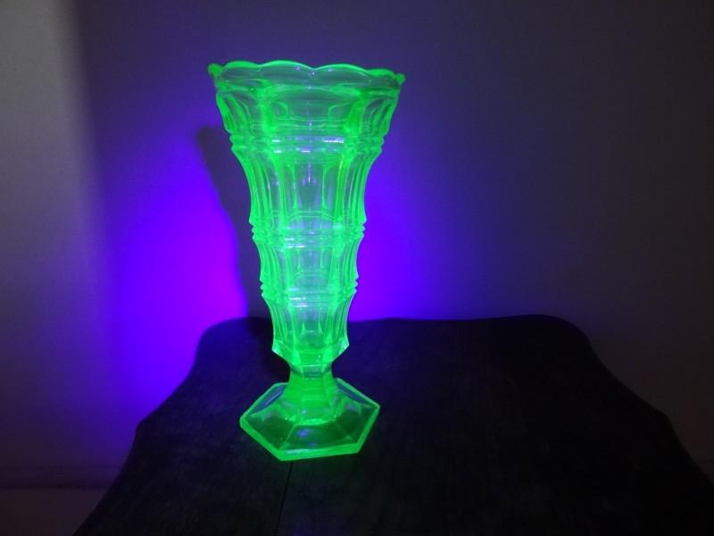 Art-Deco groene uranium vaas