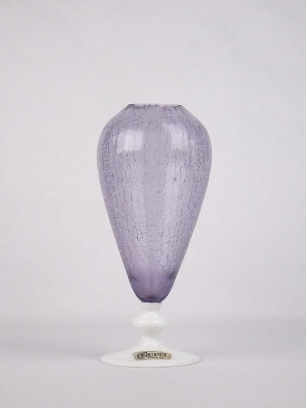 RUPEL BOOM paarse gecraqueleerde vaas uit glas met witte voet.
