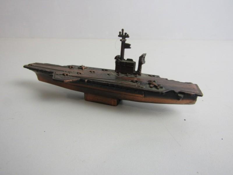 Vliegdekschip, Bronskleurig, Puntenslijper