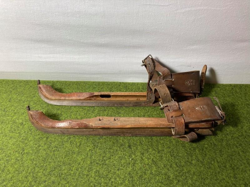 Paar antieke schaatsen (Meco)